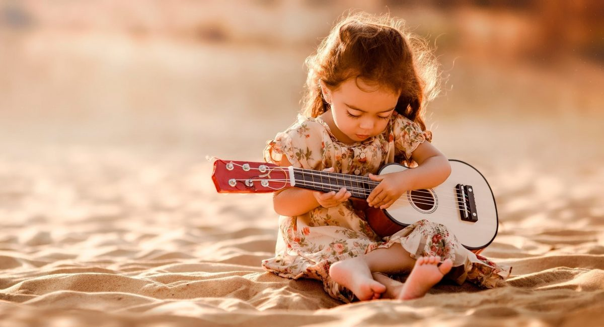 baby-girl-with-guitar-3